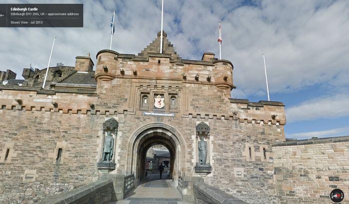 Street View po zamku w Edynburgu