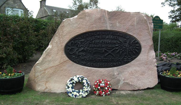 Pomniki upamiętniające 1 Samodzielną Brygadą Spadochronową